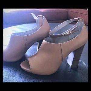 Pour la Victoire leather peep toes